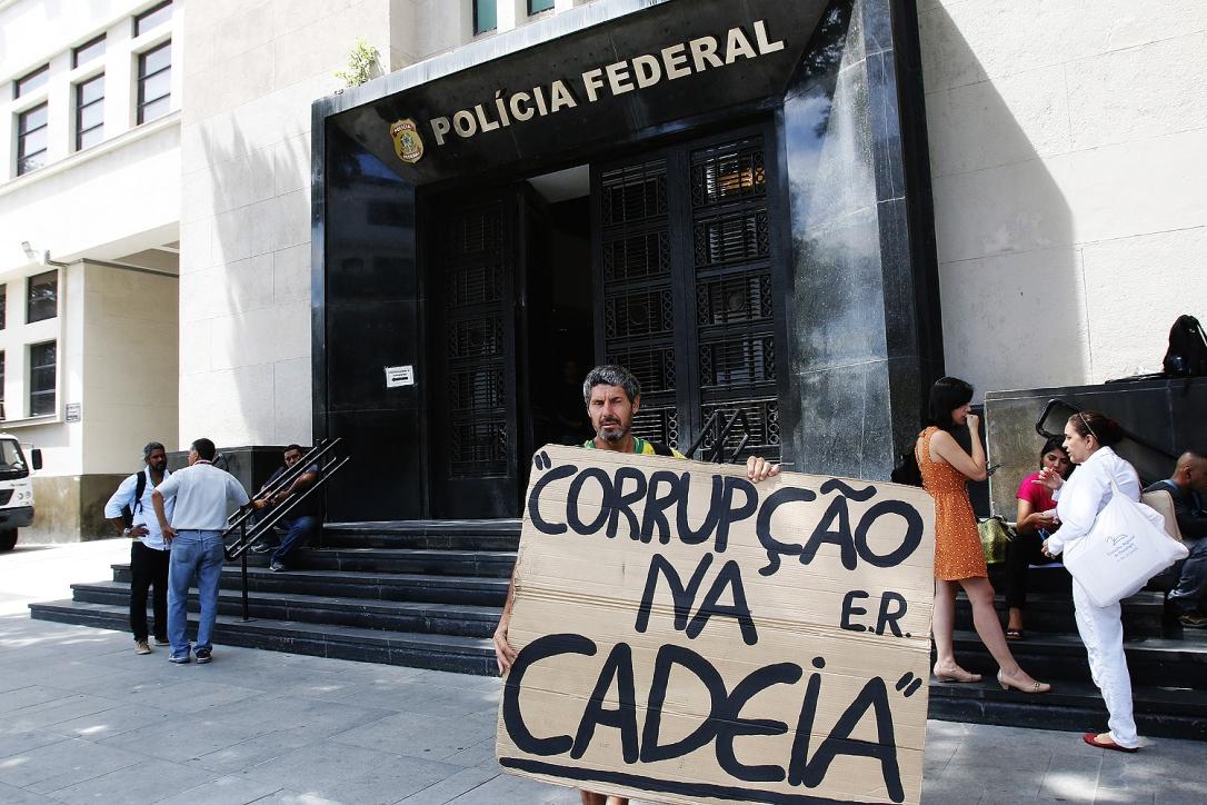Movimentação em frente a sede da Policia Federal no Rio